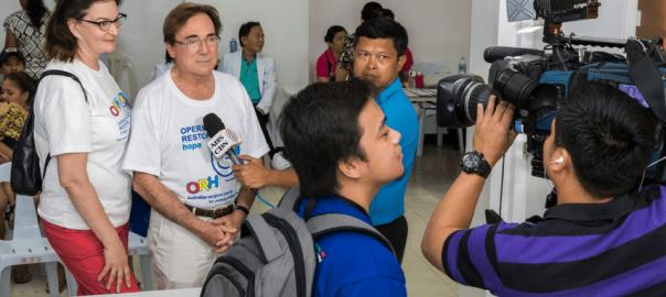 Dr Hodgkinson in Las Piñas City Medical Center Restoring Hope